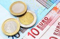 Dolar pod polityczną presją