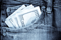Słabszy dolar znów wspiera PLN