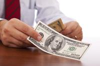 Dolar odrabia straty